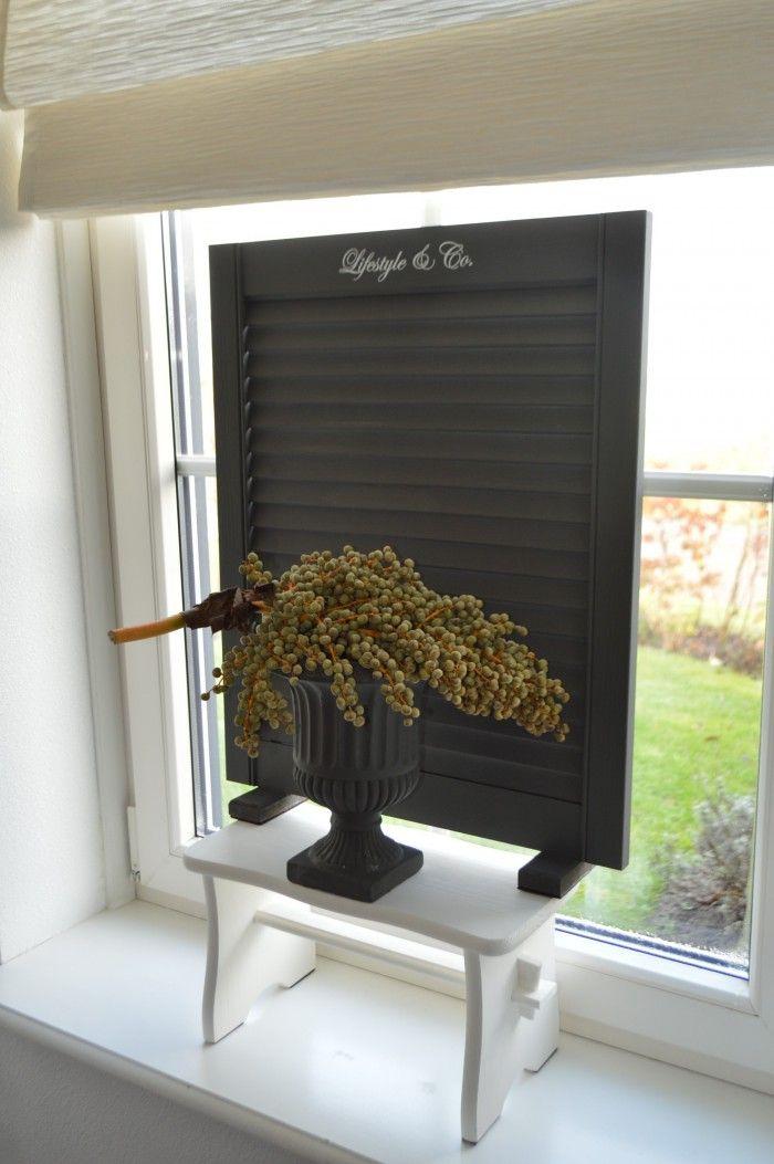Raamscherm van lifestyle co leuk op een vensterbankkrukje vensterbank decoraties - Decoratie van een kamer ...