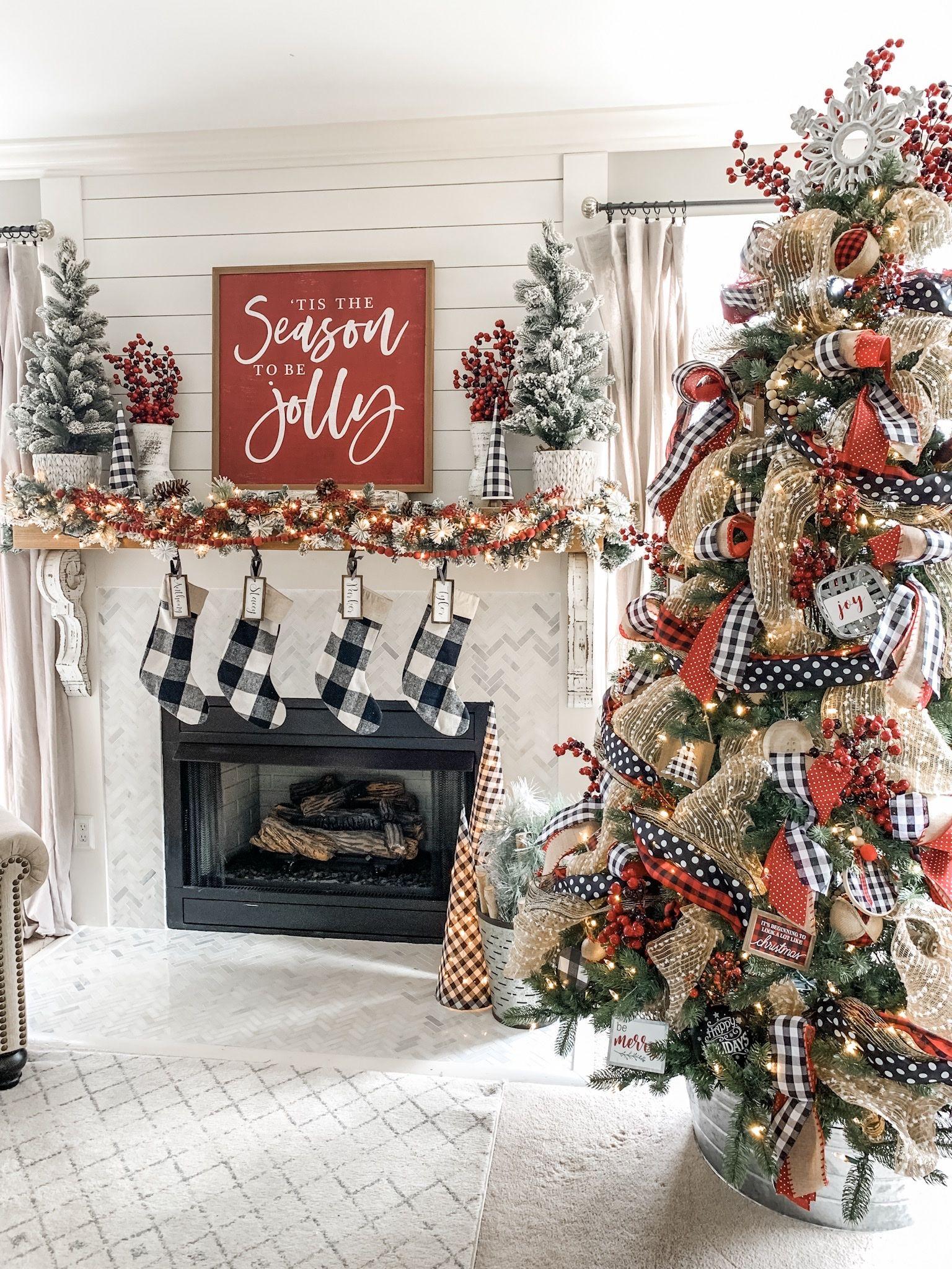 Christmas mantel decor using buffalo check!