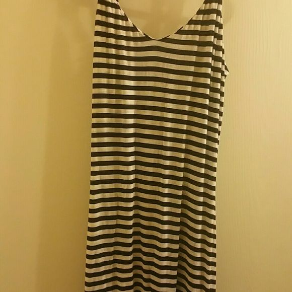 Long Summer Maxi Dress This maxi dress is very long, im 5'3 and it still is a bit long. The colors are navy blue and white. Gently used just because it was too long on my other wise it is very cute! The staps are adjustable  (: Forever 21 Dresses Maxi