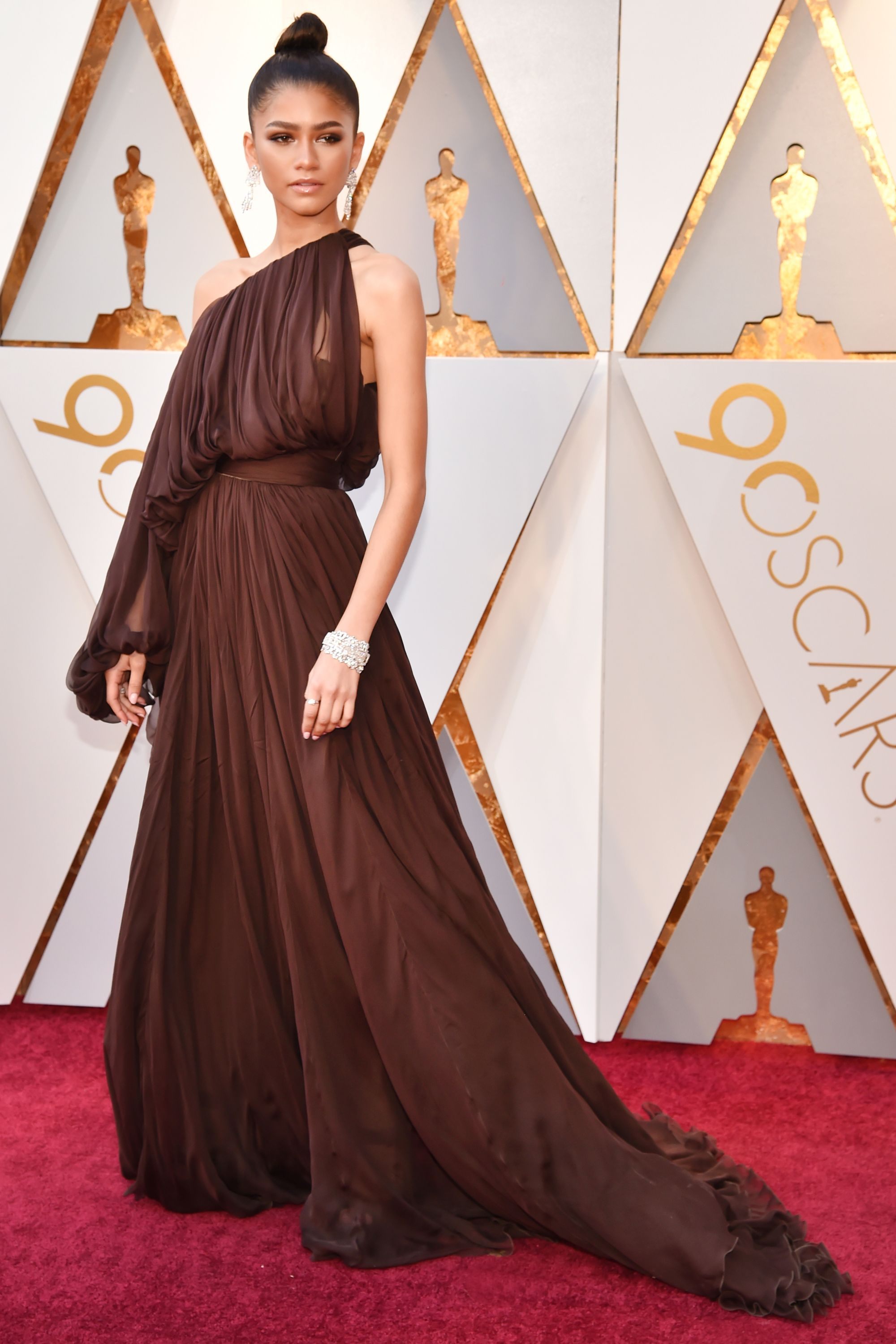 Watch Karlie kloss oscars 2019 red carpet in hollywood video