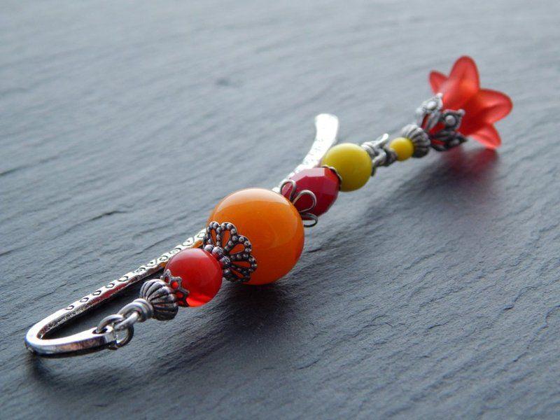 Lesezeichen - Blumenampel in Rot, Orange und Gelb von Perlenfontäne auf DaWanda.com