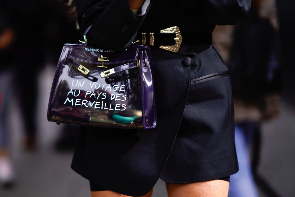 Guest Wears Hermes Plastic With 'voyage Bag Printed A Sentence rhsdQCt