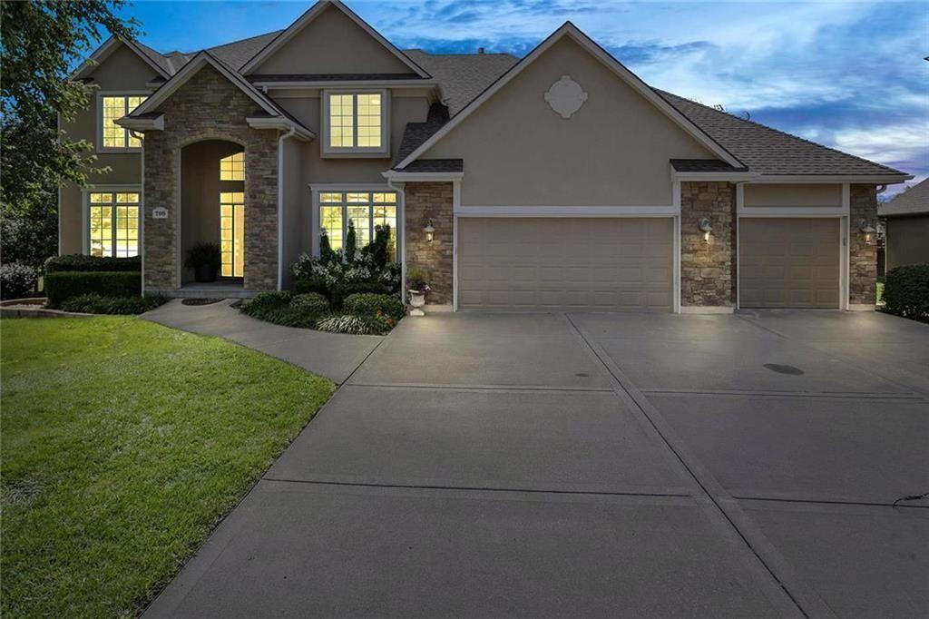 708 Sw Winterstar Drive Lees Summit Mo 64081 Mls 2182548 Listing Information Lees Summit Great Rooms House Styles