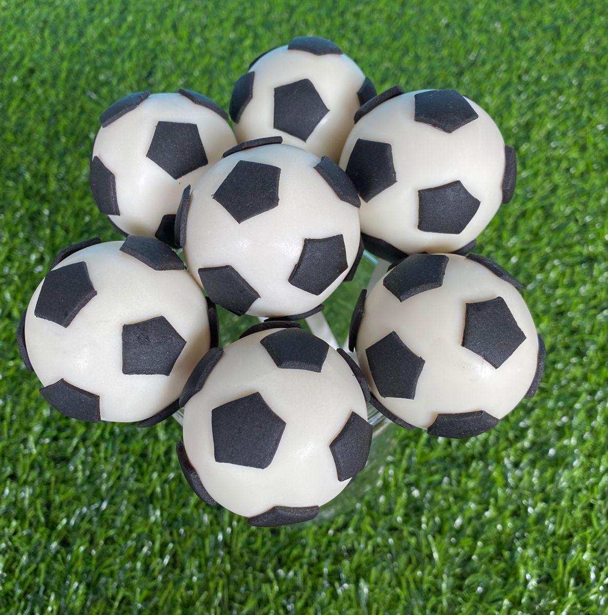 Soccer Cake Pops In 2020 Soccer Cake Soccer Cake Pops Soccer Ball Cake