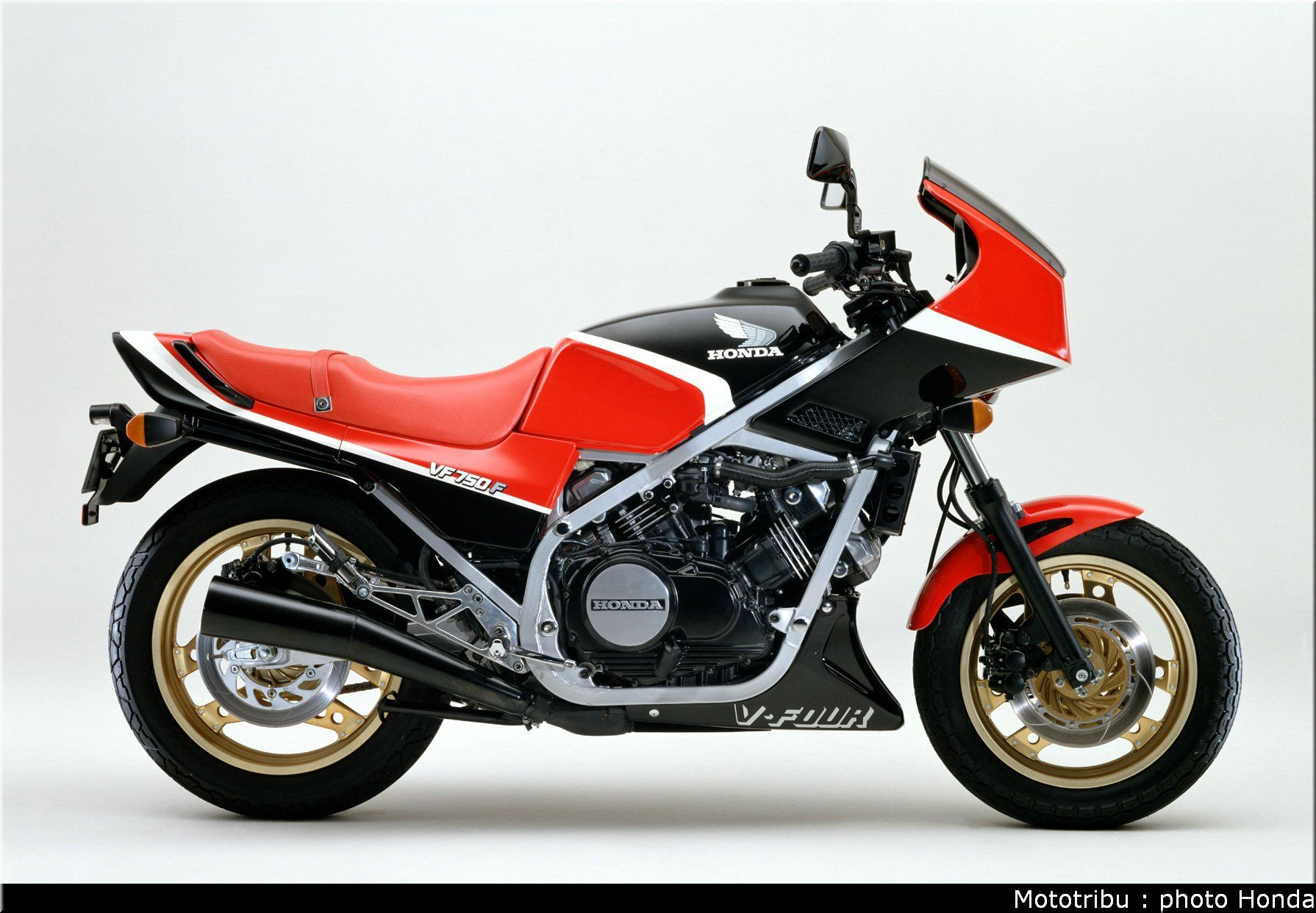 Tamiya 1 12 Honda Vf750f おしゃれまとめの人気アイデア Pinterest Gluefinger 80年代 バイク