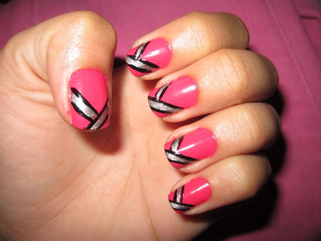 Delicieux Pink Silver And Black Crossed Stripes Nail Art. Easy And Cute