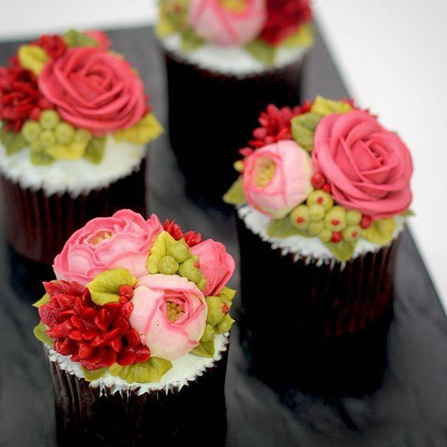#buttercreamflowercake #flowercake #flower #buttercream #buttercreamcake #cupcake #cake #buttercake #dessert #korea #koreanflowercake #cakedecorating #patisserie #art #peony #rose #foodstagram  #花 #플라워케이크 #꽃스타그램 #빵스타그램 #케익스타그램 #맛스타그램 #daily #蛋糕 #韩国 #美食