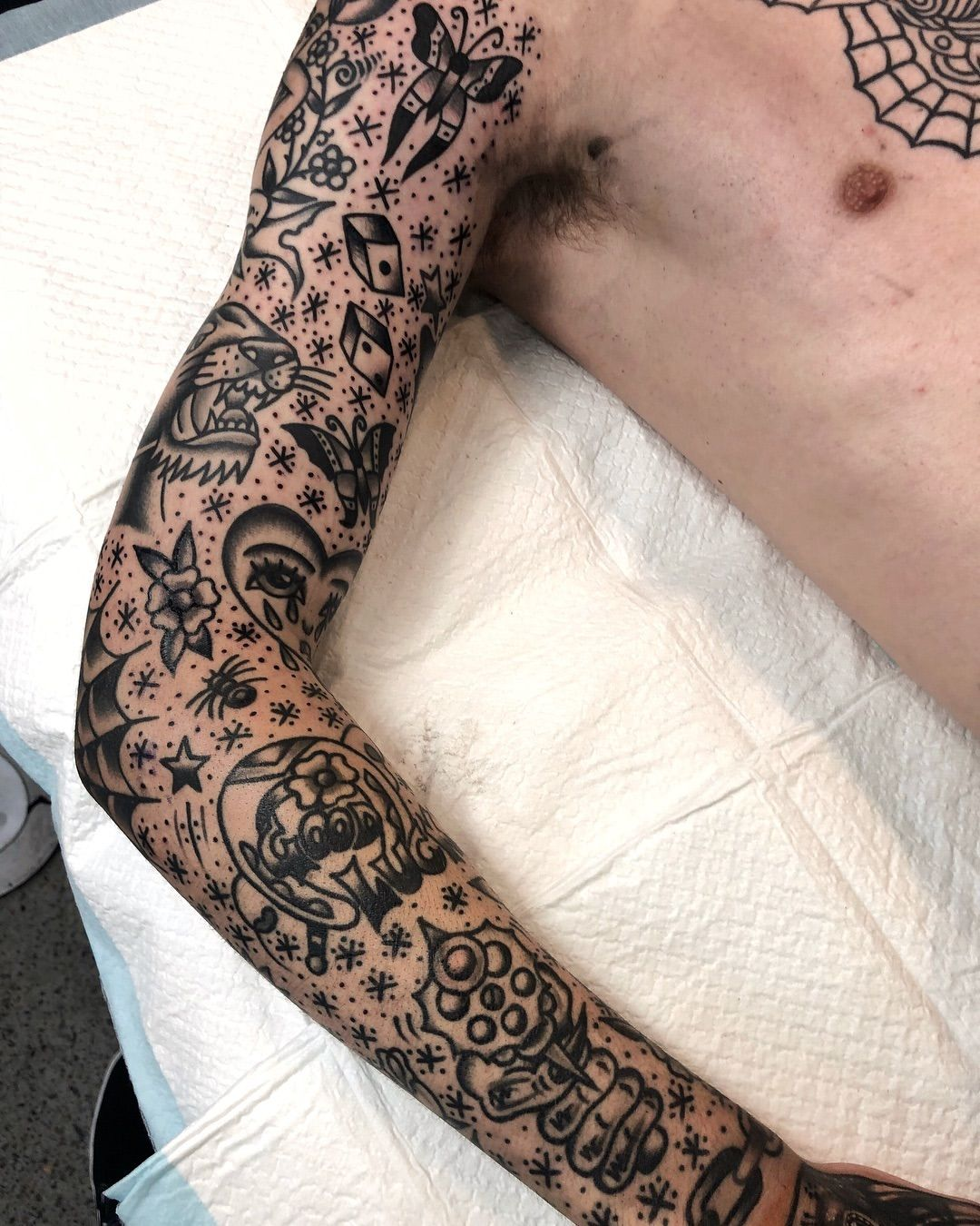 Finished The Darling Parlour Some Fresh And Healed Swipe Across For The Video Thanks For The Commitment Angus Old School Tattoo Sleeve Sleeve Tattoos Tattoos
