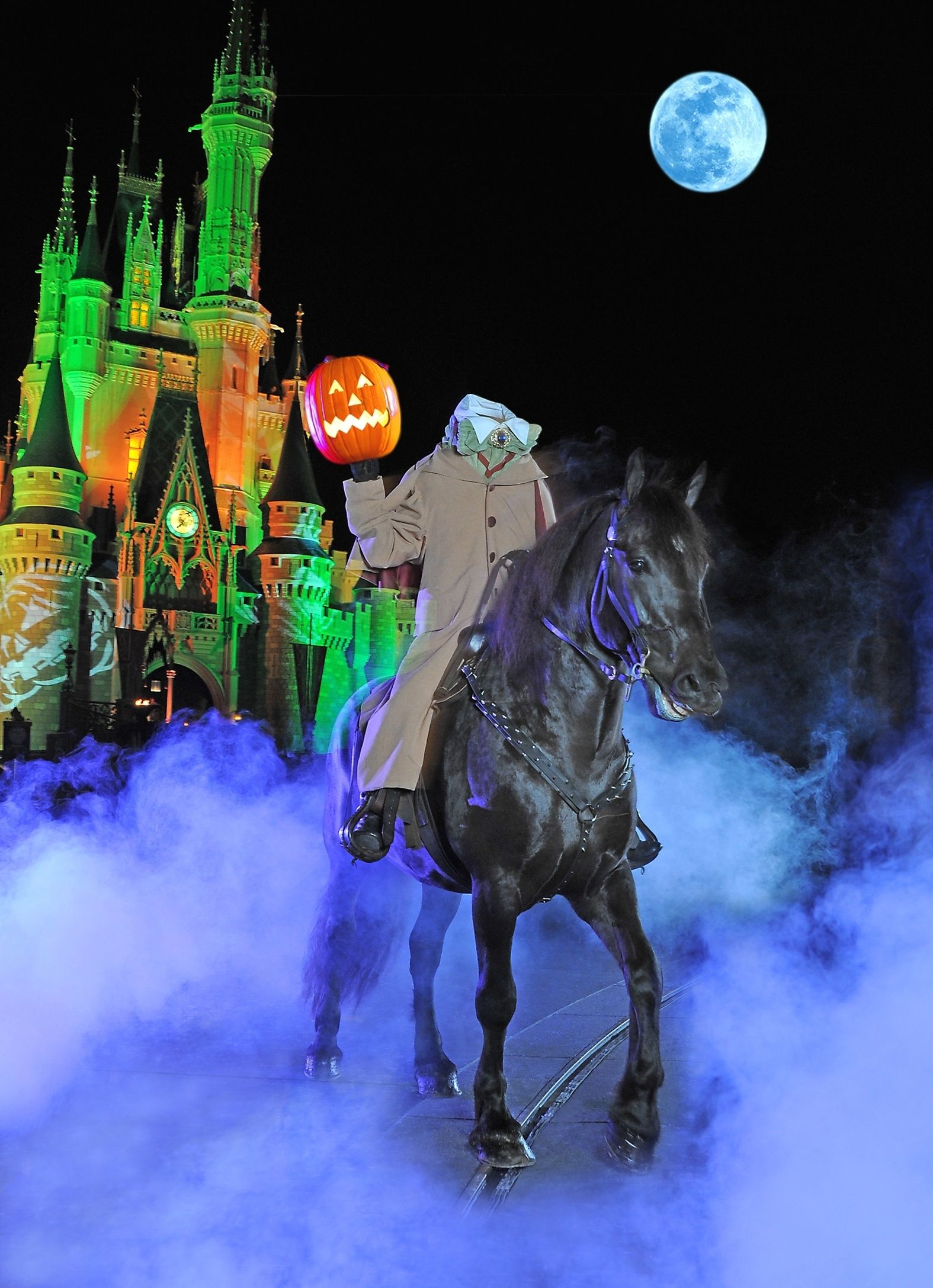 the headless horseman- this halloween parade, music and fireworks