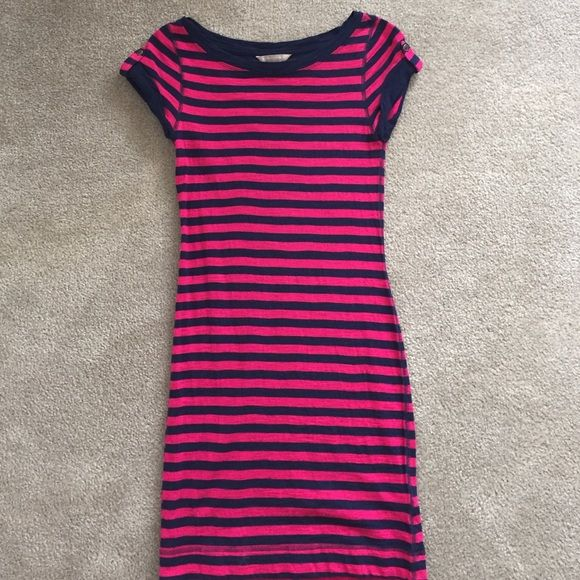 Banana Republic Striped T-shirt Dress Never worn, but washed once. It is a size extra extra small petite. I typically wear a size 0p in Banana republic, but this dress fits perfectly. It has a cute button on both sleeves and very light weight. You can even add a belt to it. The stripe pattern is a navy and magenta color. Banana Republic Dresses Midi