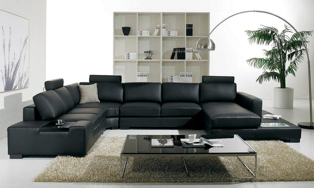 Black Sofas For Italian Living Room Design With Floor Lamp