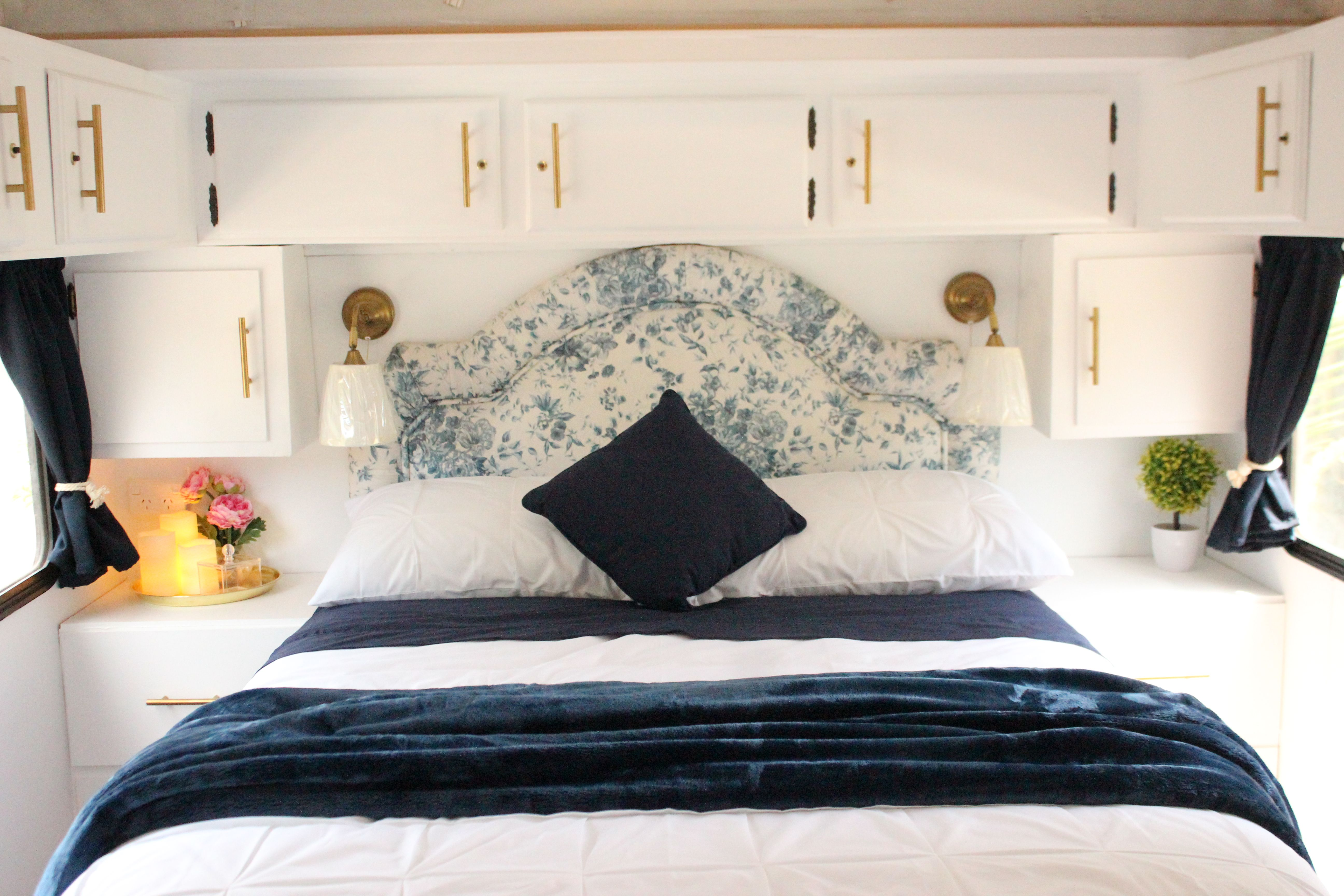 Main Bedroom Double Bed With Lift Up Storage Underneath