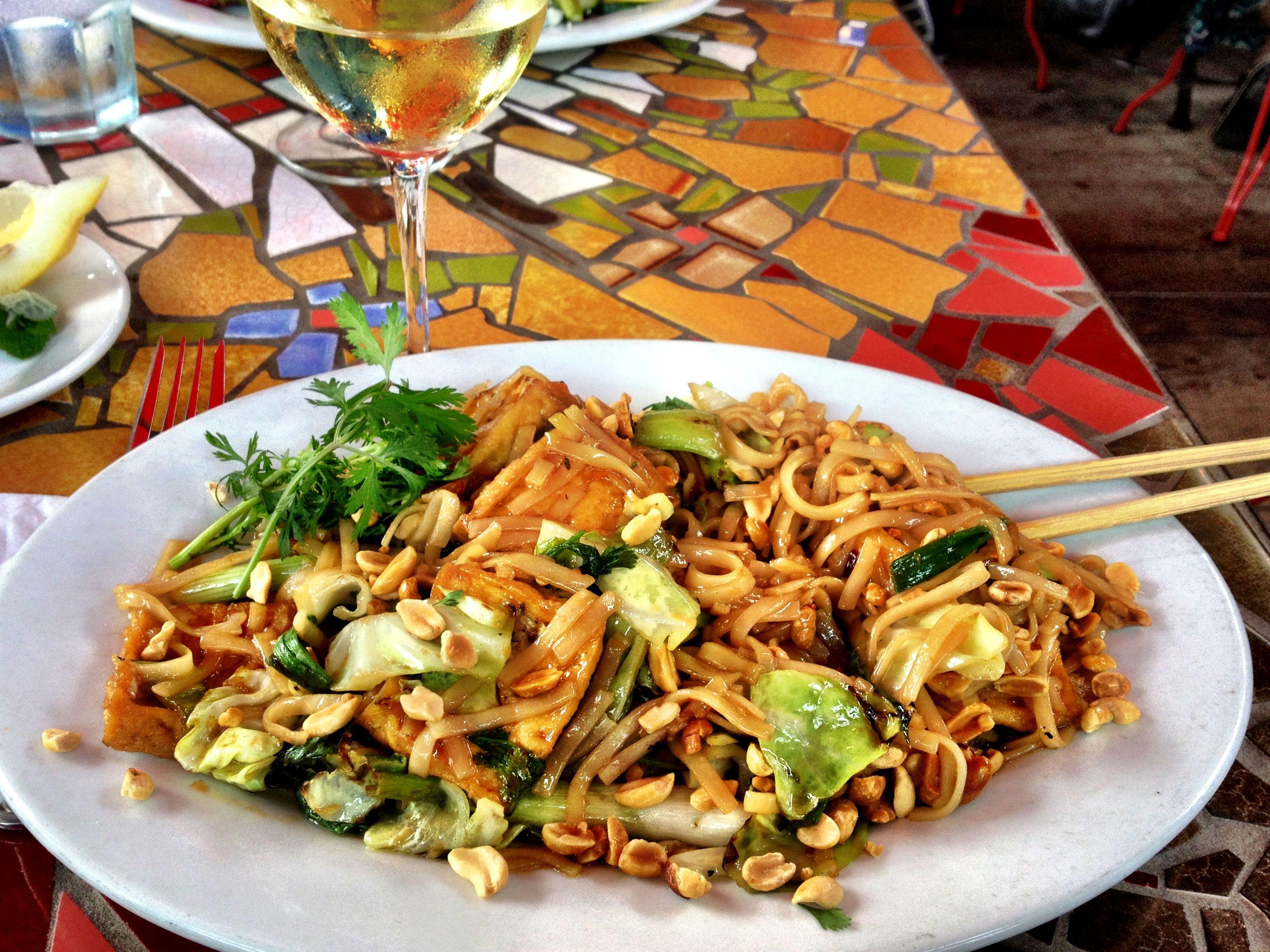 Vegan Pad Thai At Robin S Place In Cambria Ca Vegan Pad Thai Vegetarian Recipes Food