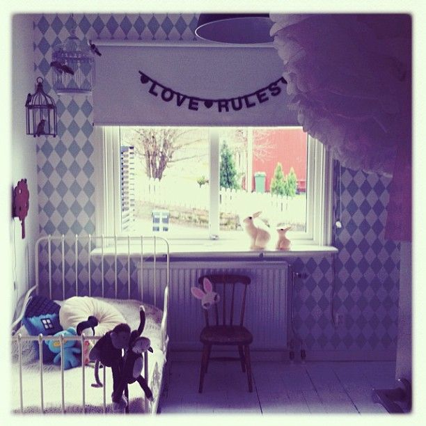Nya tapeten på plats!  #Fermliving #kidsroom #childrensroom #barnrum #bunnyinthewindow