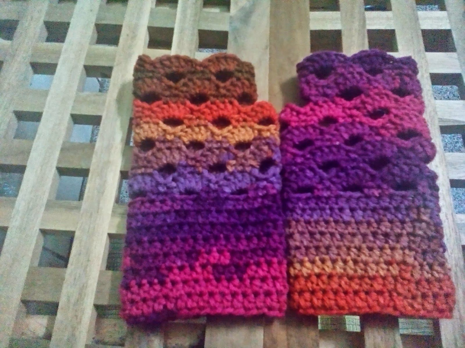 The Anarchist Knitter: OMG, It\'s Almost Christmas Fingerless Mitts ...
