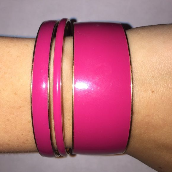 Pink J. Crew Bangles EUC EUC J. Crew pink bangle set. Such a great pink color, and so easy to throw on to spice up any outfit. J. Crew Jewelry Bracelets
