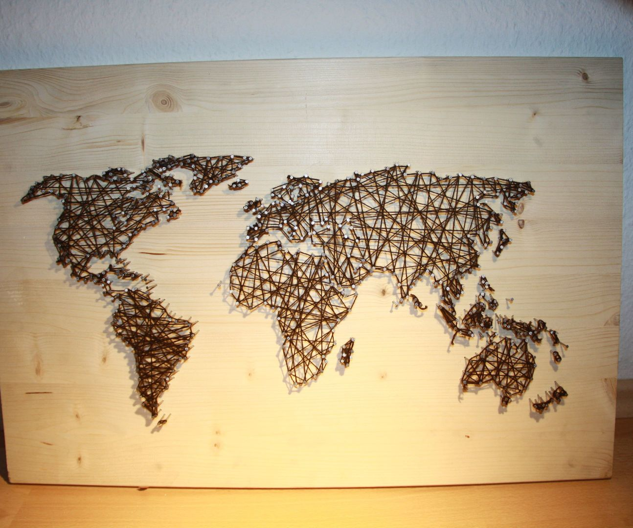 String and Nail Art `World Map´ | String art, Wall hangings and Walls