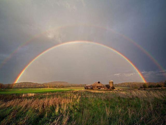 看見彩虹..人說是幸運的 然而在臺東的天空 一次出現了兩道完整的彩虹 這種奇蹟式的幸福的滋味 也只有親眼 ...