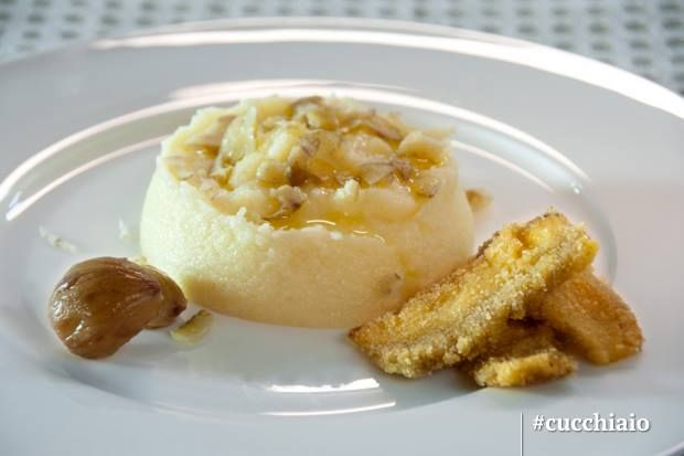 Polentina bianca con scaglie di castagne cotte e porcini ...
