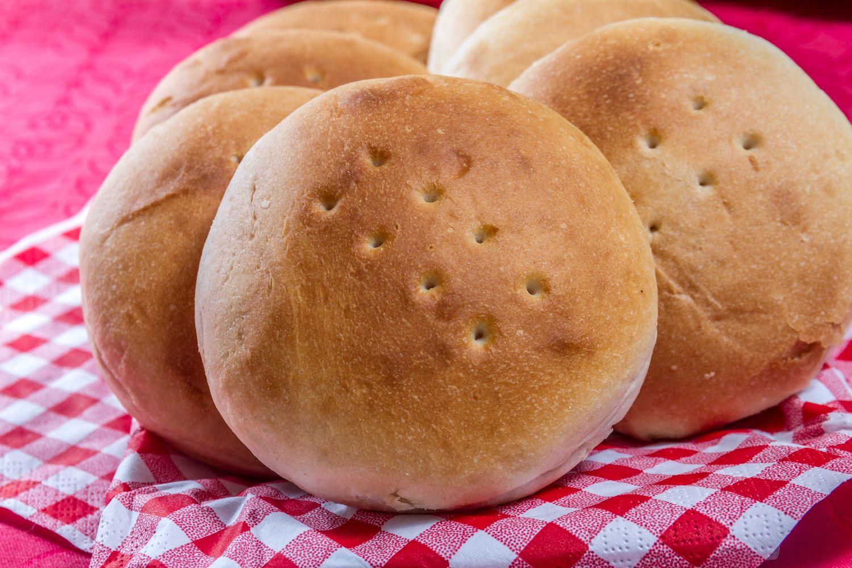 Recuerda que las bolsas de pan HOME BAKERY de BredenMaster deben permanecer congeladas. Cuando quieras calentar panes los pones al horno 10 minutos ¡y listo!
