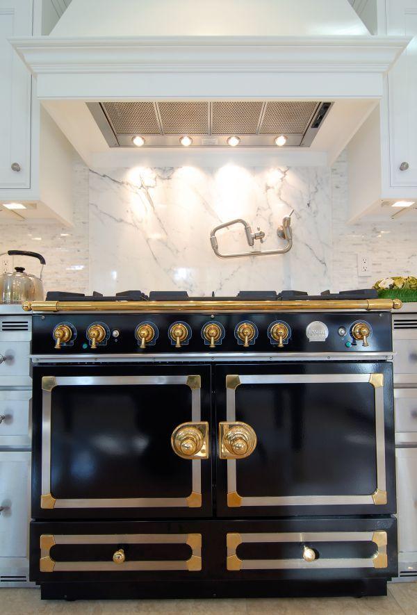 Best Classic Kitchen Decor With Gorgeous Black La Cornue Stove 640 x 480
