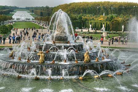Google Image Result for http://img.ezinemark.com/imagemanager2/files/30004252/2011/01/2011-01-06-11-39-05-1-the-versailles-monarchy-of-france-has-dozens-of-fo.jpeg