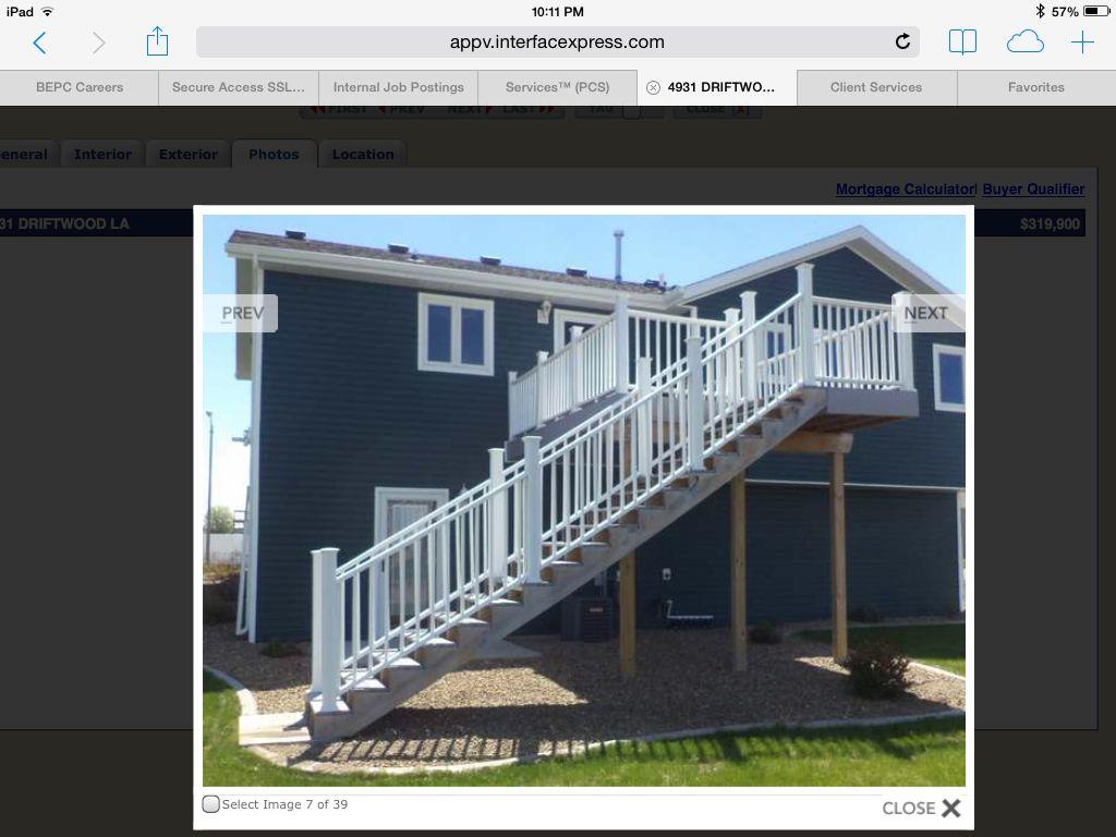 I like the white railing on deck
