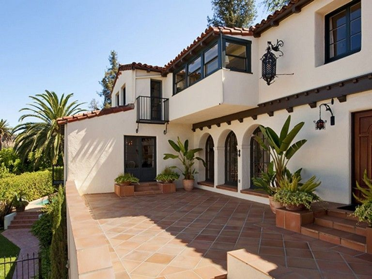 38 Awesome Spanish Style Exterior Paint Colors You Will Love Mediterranean Homes Spanish Style Homes Hacienda Homes