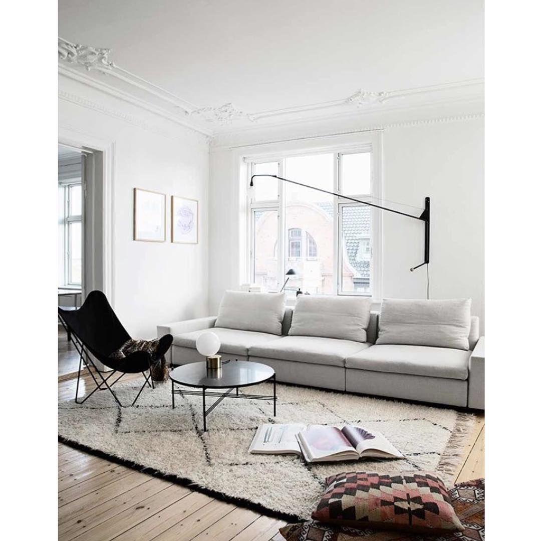 Wohnzimmer des modernen interieurs des hauses mit diesen tricks sieht deine wohnung teurer aus als sie eigentlich