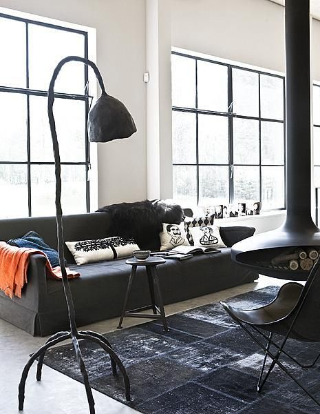 Zwarte industriele woonkamer – vtwonen wooninspiratie Black and ...