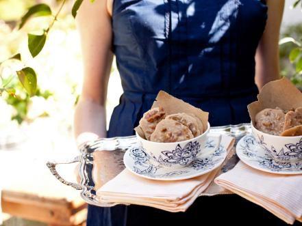 30 wedding desserts you can make yourself pecans pecan pralines diy weddings menu ideas and recipes solutioingenieria Gallery