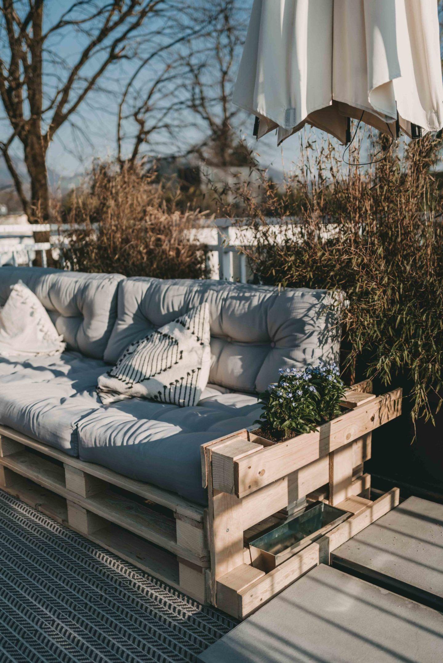 Paletten Couch für die Terrasse – Berries & Passion