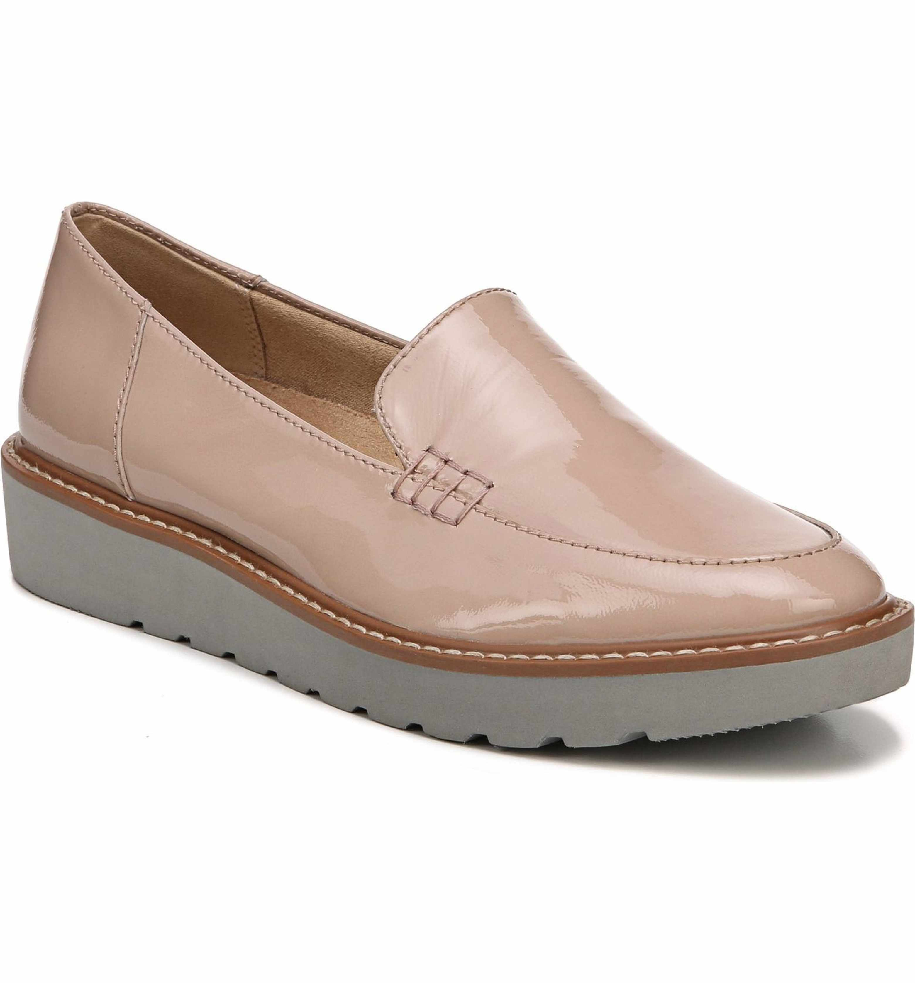 9e06c264396 Main Image - Naturalizer Andie Loafer (Women)