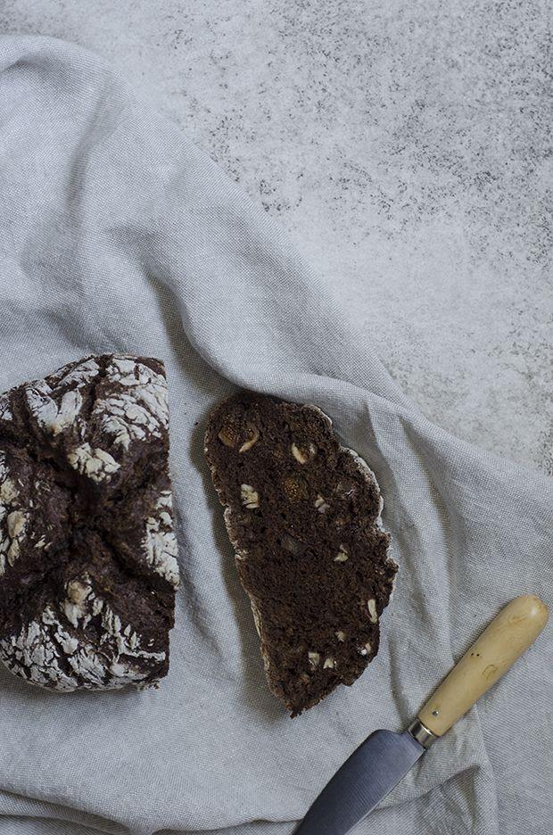 Pão de Alfarroba na Cocotte