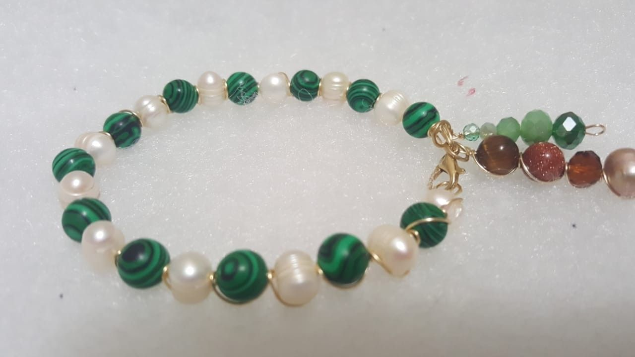 f6a3b039961a Pulsera de perlas de río y piedra natural ágata 8 color verde ...