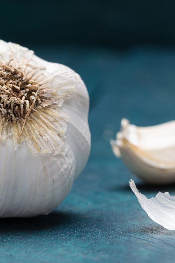 Die würzige Knolle verfeinert nicht nur unser Essen, sondern hilft uns auch bei Erkältungen und Co.