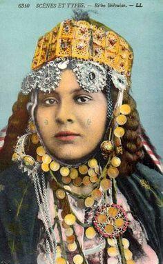 Africa | Rich Bedouin woman. Algeria. ca. 1905 -1920 | Vintage postcard; publisher LL (collection Idéale