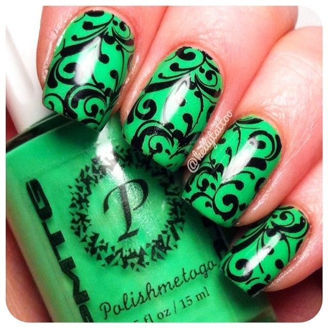 Uñas verdes con diseño negro - Green nails with black design | uñas ...