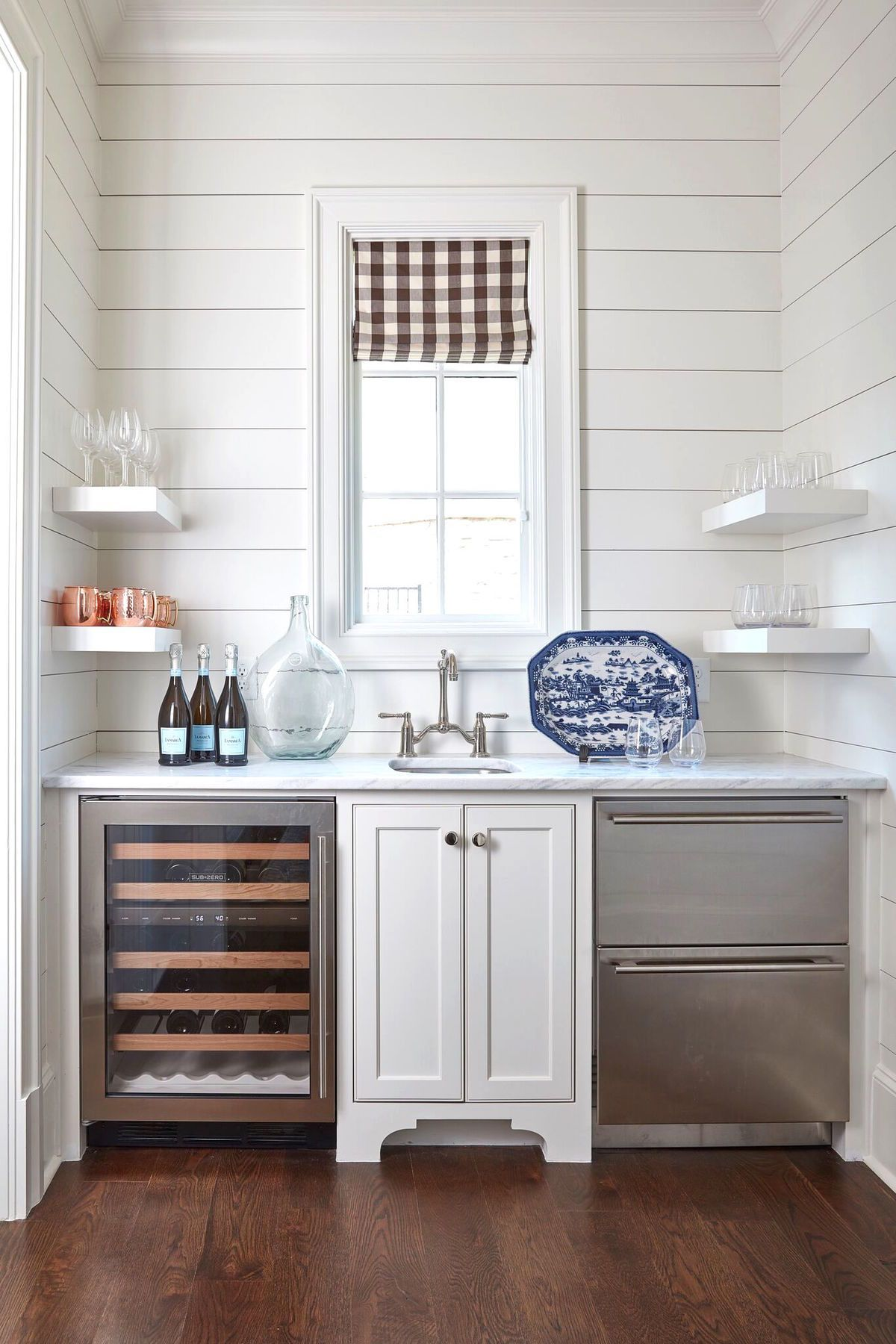 Lake House Chic: A Beautiful Second Home is the Perfect Escape | Bar ...