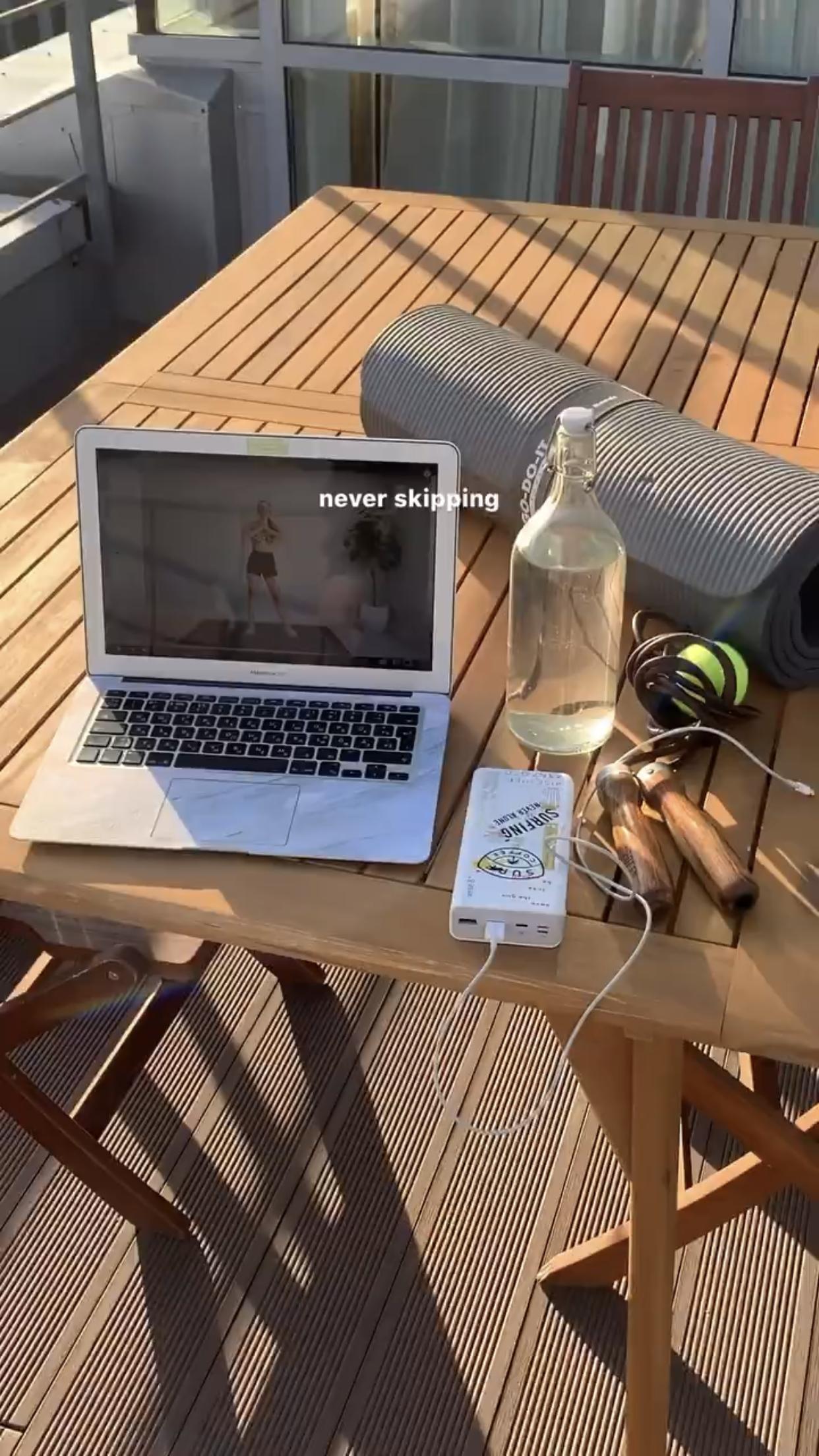 Обои кружка, кофе, notebook, стол, netbook. Разное foto 3