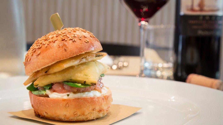"""#marcobaglieri   #ristorantecrocifisso   #mangiamosiciliano  Contaminazioni linguistiche e tradizione gastronomica. Il sandwich? Da Crocifisso è """"pane, panelle e gambero rosso"""". Eccolo qui per voi http://www.ristorantecrocifisso.it/wps/sandwich-pane-panelle-e-gambero-rosso/"""