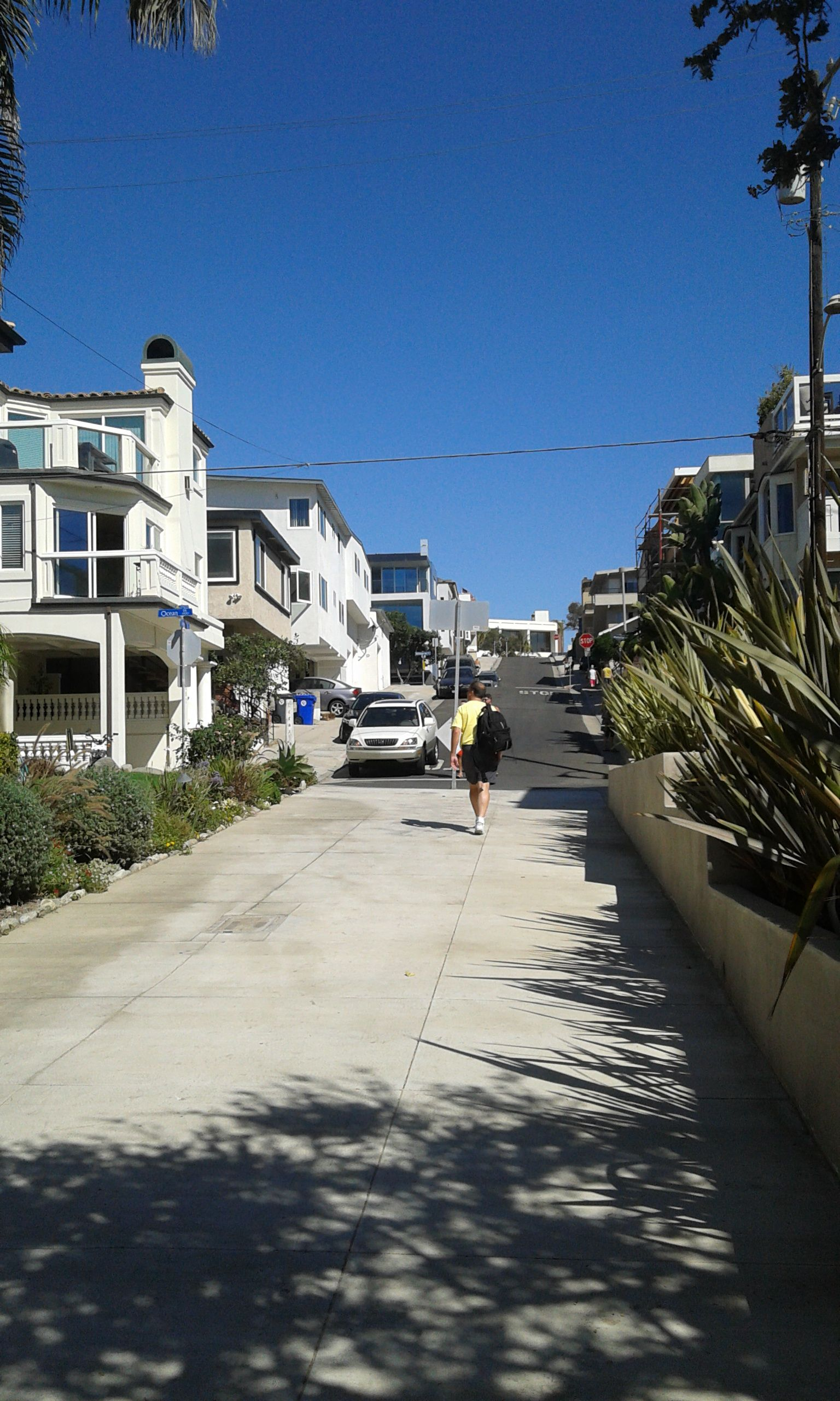 A Street In Manhattan Beach (With Images)