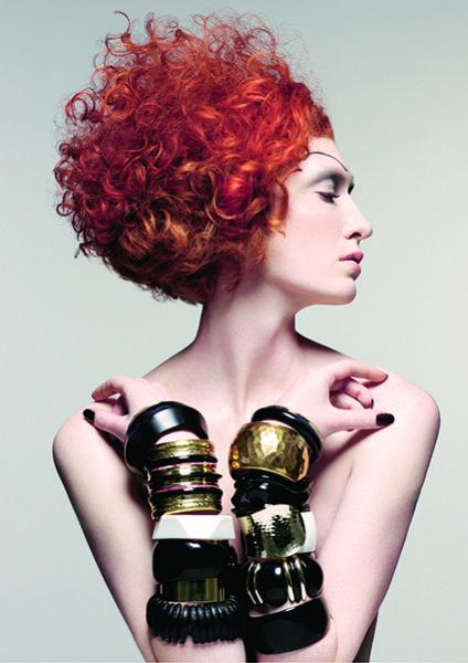 atrezzo da al cabello rizado el movimiento adecuado a tu personalidad.