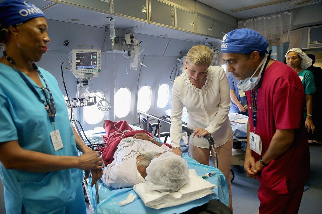 The Countess witnessed patients surgery and met patients during her tour of the plane. She also met medical volunteers from around the world who share their skills with local eye care workers to improve eye care in local communities.