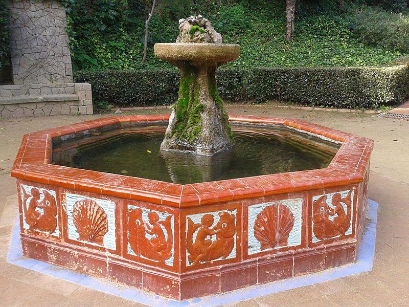 Font de Ceràmica als Jardins de Laribal, a la muntanya de Montjuïc. Barcelona (Catalunya - Catalonia)