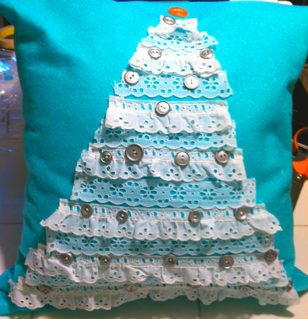 Totally Stitchin: Christmas Tree Pillow