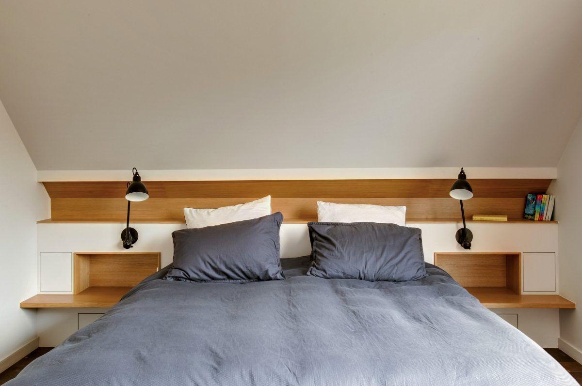 Tete De Lit En Sous Pente Realisee Sur Mesure Deco Chambre Sous Pente Amenagement Chambre Chambre Parentale Mansardee