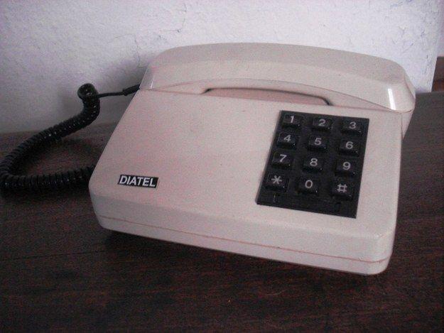 Você passou tardes falando com a sua melhor amiga em um telefone desses. | 36 objetos que toda casa brasileira já teve
