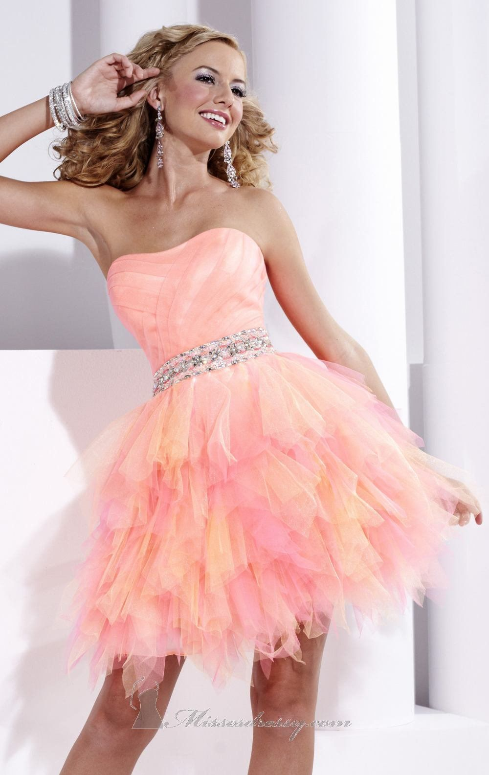 Love this so much hope I get something like this for my grade 8 grad ...