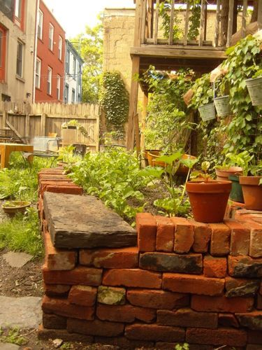 Salvaged Bricks Stacked Dry Without Mortar Make 400 x 300